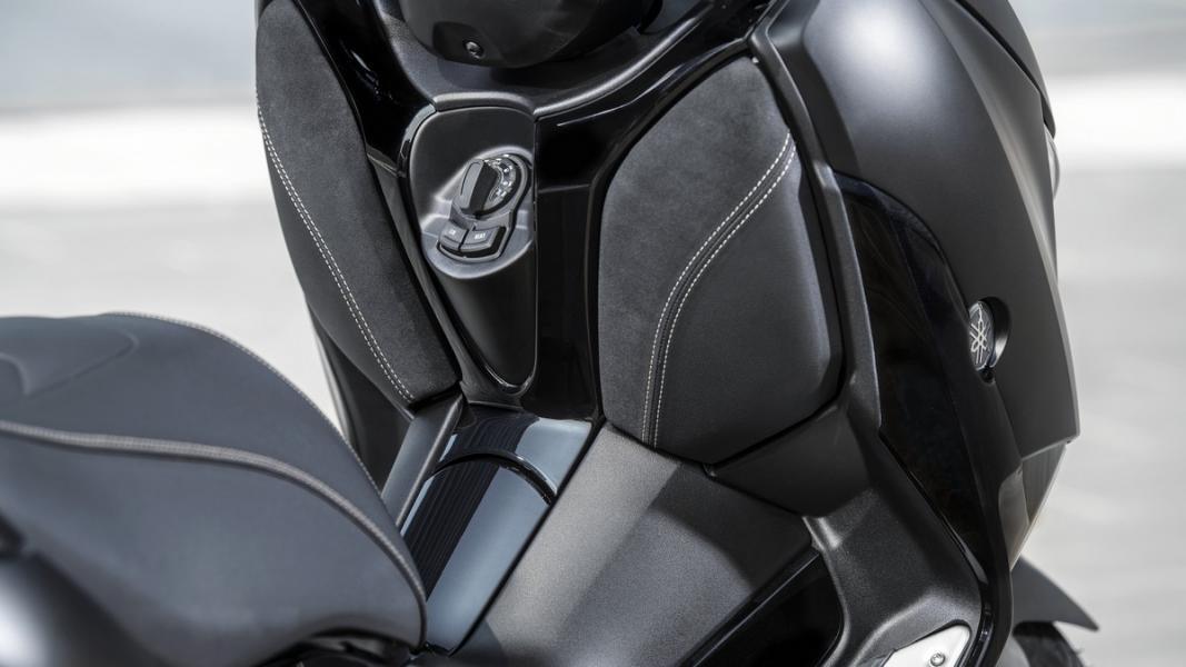 2019-Yamaha-XMAX300ASP-EU-Sword_Grey-Detail-004-03