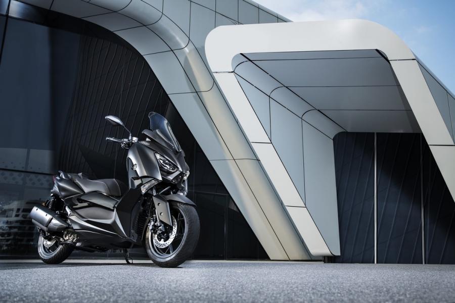 2019-Yamaha-XMAX300ASP-EU-Sword_Grey-Static-006