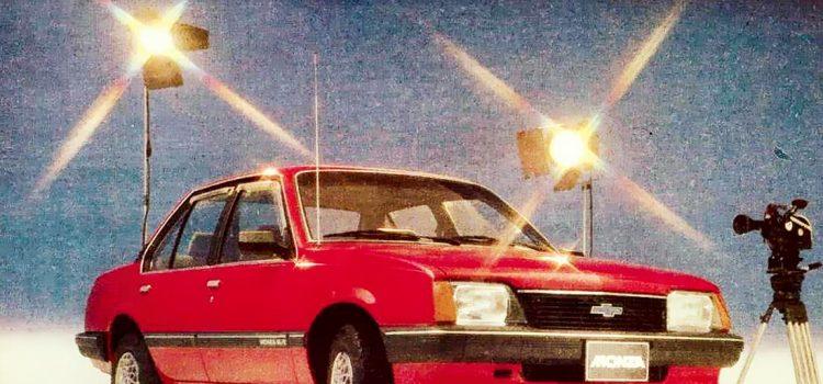1985 en colombia, carros 1985, colombia carros en 1985, historia de colombia en 1985, toma del palacio de justicia en colombia, avalancha de armero colombia 1985, contexto de colombia en 1985, autos de 1985, sector automotor en 1985, renault 1985, mazda 1985, chevrolet 1985, chevrolet monza colombia, chevrolet monza 1985, mazda 626 lx, mazda 626 glx, renault 9 gts, chevrolet chevette, chevrolet luv 1.6, mazda 626 l