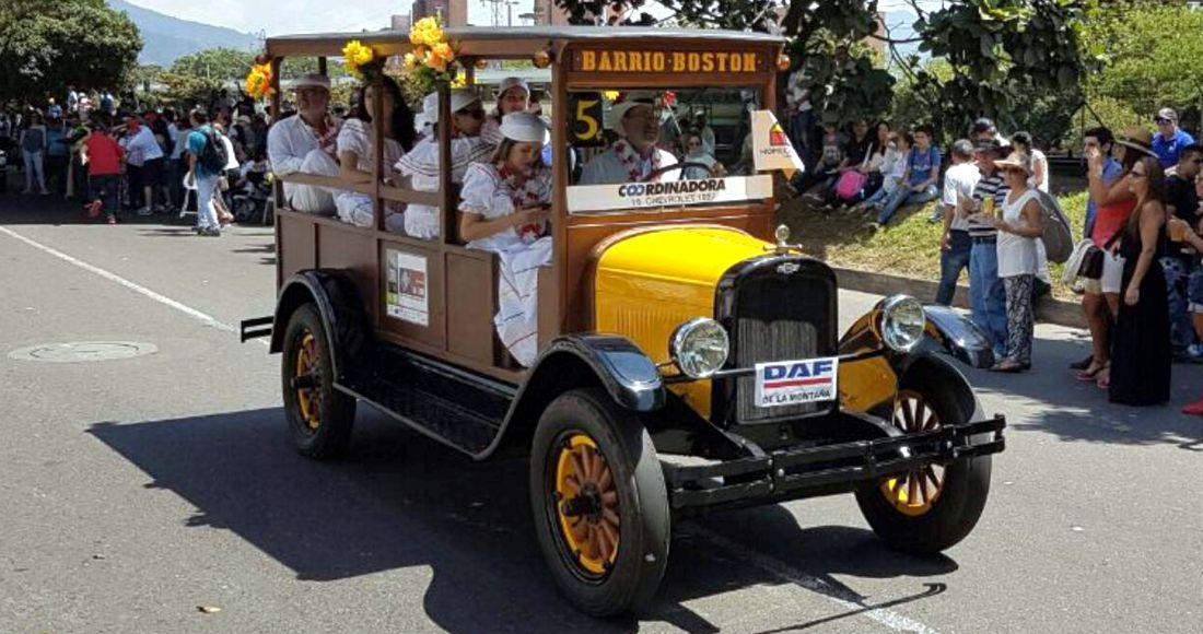 Desfile de Autos Clásicos y Antiguos Medellín 2016
