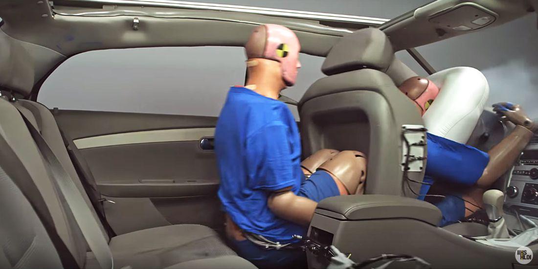 seguridad vial, cinturones de seguridad traseros, uso de los cinturones de seguridad, efectos de no usar cinturon de seguridad
