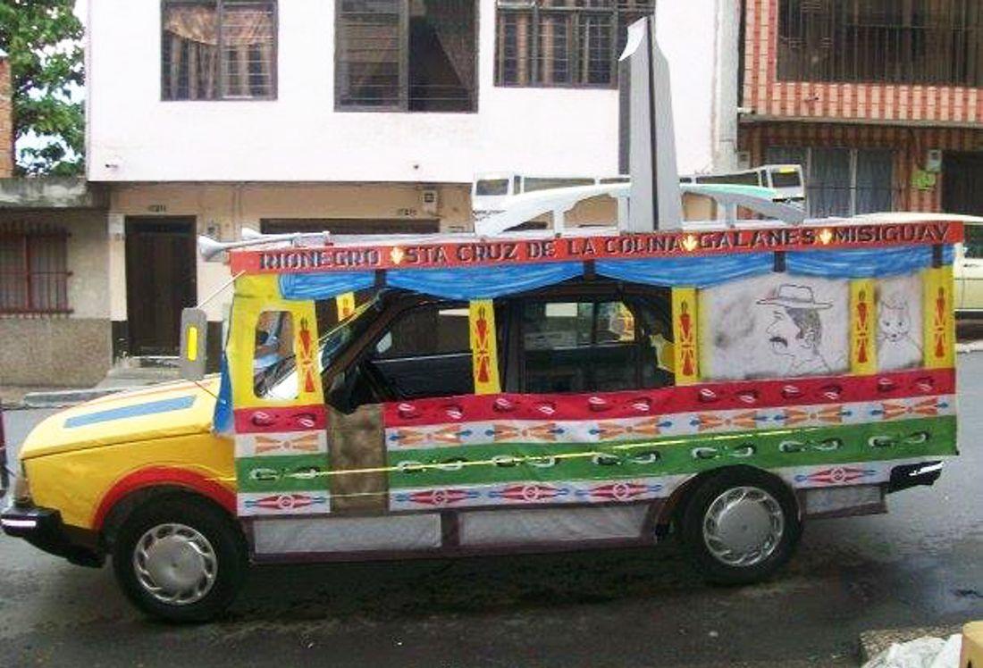 renault 18 colombia, chivas colombianas, buses escalera colombia, feria de las flores medellin, carros disfrazados, chiva en colombia, renault 18 1985, jesus antonio baez anaya, publicab bello