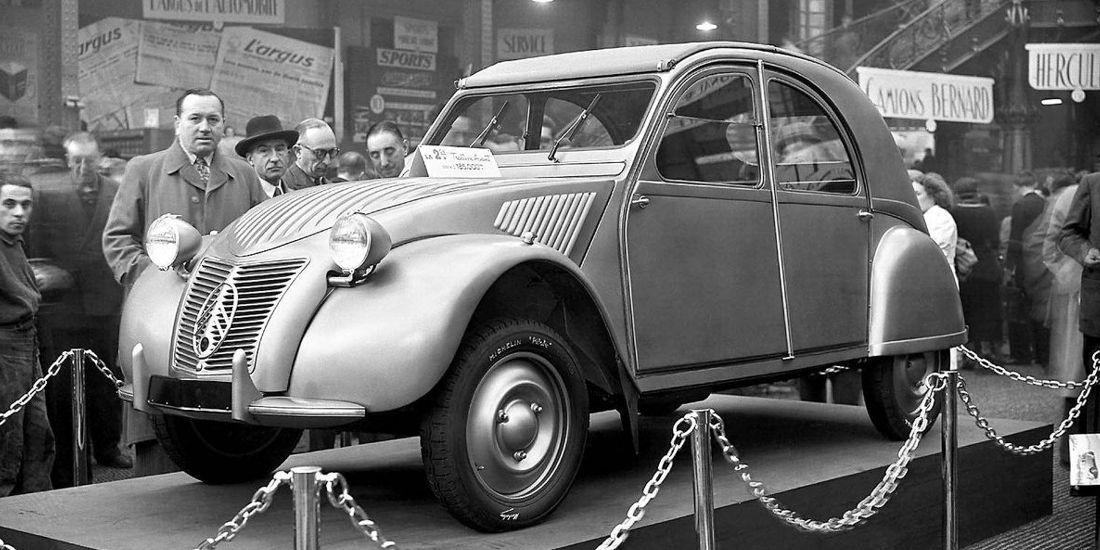 citroen 2cv, citroen 2cv lanzamiento, citroen 2cv 1948, citroen 2cv paris auto show 1948, citroen 2cv salon de paris 1948, citroen 2cv presentacion inicial, citroen 2cv historia