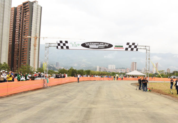 autodromo medellin, autodromo antioquia, autodromo bello, autodromo colombia, carros colombia, pista de carreras colombia, autodromo, carros de carrera, motos de carrera colombia, inaguracion autodromo medellin