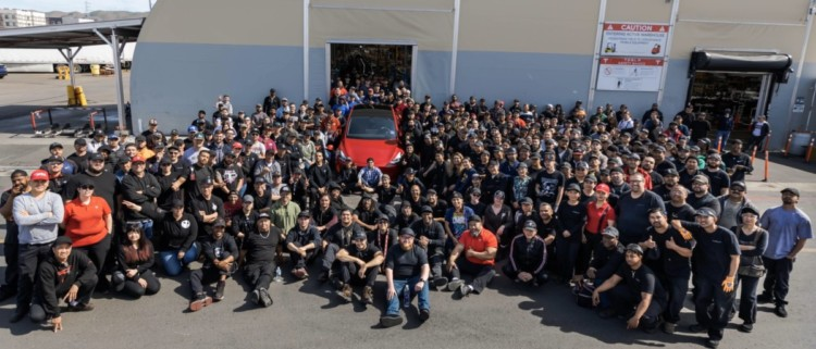 tesla model y, tesla model y millon de vehiculos, tesla model y elon musk, tesla model y produccion un millon, tesla model y celebracion un millon de vehiculos, tesla model y california estados unidos, tesla model y suv, tesla model y suv electrico