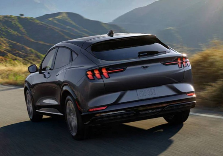 ford mustang mach-e, ford mustang mach-e aplaza entregas, ford mustang mach-e se entregara en 2021, ford mustang mach-e llega en 2021, ford mustang mach-e noticias, ford mustang mach-e informacion, ford mustang mach-e datos, ford mustang mach-e suv electrico