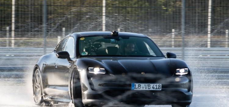 Porsche Taycan, Porsche Taycan Fotos, Porsche taycan videos, Porsche taycan record, Porsche Taycan Guinness Record, Porsche Taycan derrape, Porsche Taycan drifting
