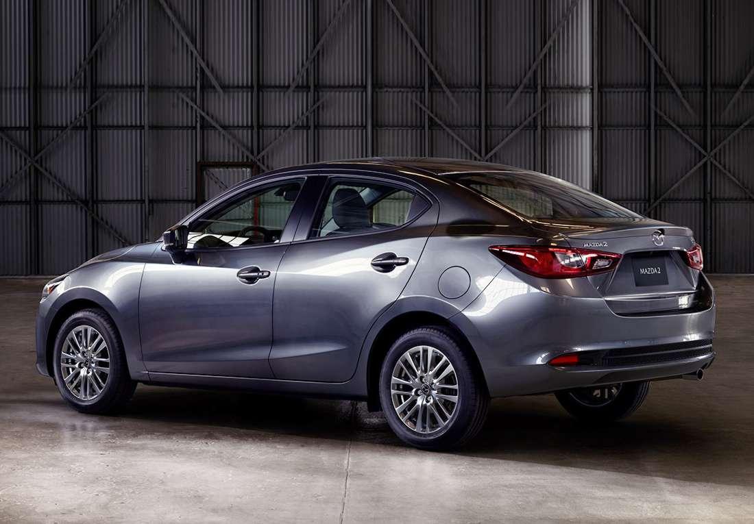Mazda 2 Sedán micro-híbrido (MHEV) 2022